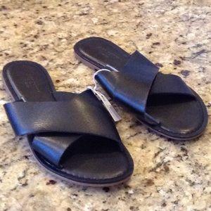 Old Navy Size 7 Black Sandal Flip Flops